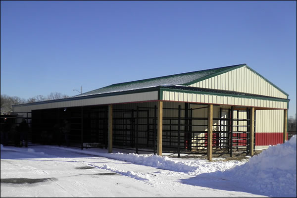 large-barn-2-office-tour-animal-clinic-of-ava