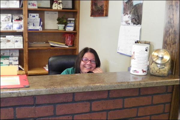 receptionist-animal-clinic-of-ava